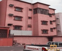 شقة للايجار بلاطة 4 غرف وصالة و3 دورات مياه - دور ثاني خزان مستقل - طبلون مستقل - مدخلين رجال ونساء