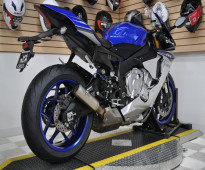 YAMAHA R1 2015  WHATSAPP: +971526052849