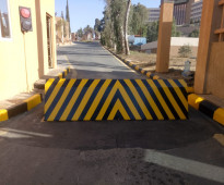 المصدات الامنيه والحواجز الشوكيه Hydraulic Rising Road Blockers , Tyre  Killers &Hydraulic Rising Bollards