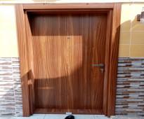ابواب تركية داخلية و مداخل خشب و حديد بخشب جاهزة شاملة الاكسسوارات في جدة