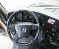 للبيع بسعر مناسب وحالة ممتازة شاحنة مرسيدس موديل 2015