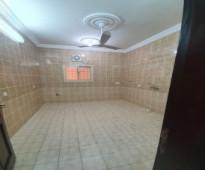 شقه اربع غرف واسعه مع صاله كبيرة فى حى الراية