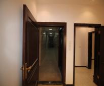 شقة 5غرف للبيع بمساحة واسعة بـ جدة      5 غرف 3 دورات مياه مطبخ وصاله    المساحة 150 م  السعر 310000 ,, الف فقط    موقف