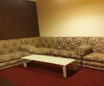 شقةمؤثثة صغيرة ارضية مكونة من 2 غرفة و وحمام ومطبخ للإيجار الشهري