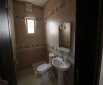 اغتنم الفرصه وتملك شقة روف ملحق 5غرف مع السطوح ب اقل أسعر قريب من جميع الخدمات   تتكون من 5-غرف +4دورات مياه +مطبخ+ صاله