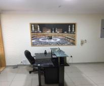 مكتب فاخر مجهز بأثاث حديث و ديكورات مناسبة للتقبيل بمدينة جده،