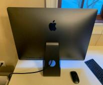 2017 Apple iMac Pro 18-core 2.3GHz / 128GB RAM / 2TB SSD / Vega 64 16GB