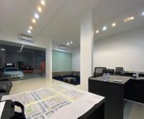 للتقبيل محل فتحتين مؤثث ومجهز مكتب كامل
