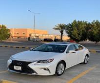 للبيع سيارة لكزس ES 350 موديل 2017