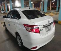 للبيع سيارة تويوتا يارس موديل 2016