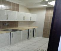 شقق من ثلاث غرف مكيفات راكبة وغاز مركزي ومطبخ راكب ١٨٠٠ ريال بالشهر