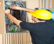 فني كهربائي باكستاني صيانة المنازل العمارات والشقق كهرباء تركيب نجف تركيب سبوت لايت في جدة