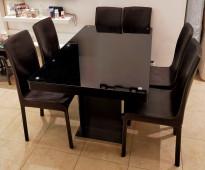 طاولة طعام خشبية مستعملة