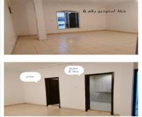 شقة عوائل للإيجار - في عمارة مجددة ونظيفة بحي الصفا