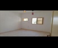 شقة للايجار - ثلاث غرف وصاله وحمامين ومطبخ دور أول