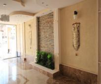 شقه 3 غرف و دورتين دورات مياه وصاله ومطبخ مدخلين  مساحه 102م