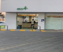 بقاله للايجار مساحة 100 متر داخل محطة بنزين شارع حيوي ابي الاسود