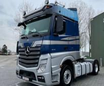 شاحنة مرسيدس موديل 2016 نظيفة شبه جديدة