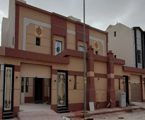 للبيع دبلكس درج صاله المساحة ٢٥٠م في الدار البيضاء السعر ٩٠٠ الف