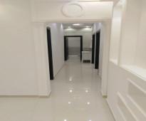 شقه 5غرف فاخره جديده بمنافعها  للبيع ب 350 /الف ريال فقط قريبه م̷ـــِْن جميع الخدمات في موقع مميز تتكون م̷ـــِْن: 5غرف و