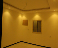 للبيع شقة 5 غرف امامية بمدخلين +3حمامات+صالة+مطبخ