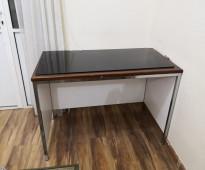 غرفة نوم ايطالى بحالة ممتازة  وطاولة طعام  ,مكتب كمبيوتر