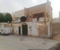 للبيع فلتين دبلكس قديمة حي الورود الرياض
