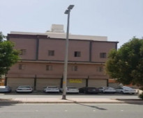 4 معارض مفتوحة في بعض كانت صيدلية مساحة 100م2