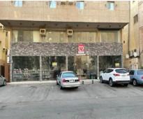 للإيجار في مدينة جدة معرض مكون من (4 محلات مفتوحه على بعض ) مساحتها 204 متر مربع