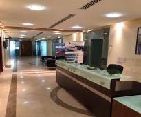 للايجار مكتب مفروش بالكامل  طريق الملك فهد - خلف مكتبة جرير